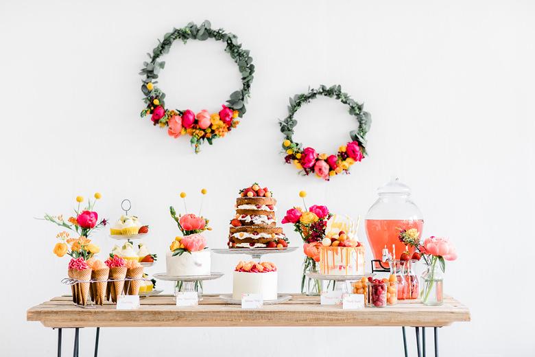 Sommerhochzeit Fruchtige Hochzeitstorte Und Candy Bar